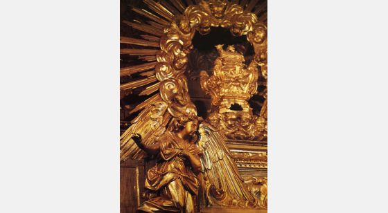 "El Arte Barroco en España y Portugal Detail der ""talha"" – oder bogenförmigen Mauernische des Tabernakels. Kirche São Pedro in Obidos, Portugal."