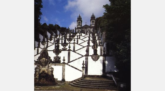 El Arte Barroco en España y Portugal The famous staircases at Bom Jesus do Monte (1723-1837).Braga, Portugal.