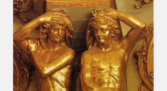 El Arte Barroco en España y Portugal Two caryatids in informal pose bear the ceiling of the Queluz auditorium.
