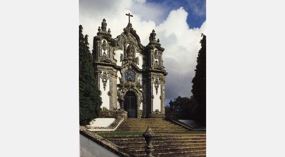 El Arte Barroco en España y Portugal Falperra Igreja, dedicada a Santa Maria Madalena. Obra de André Soares, 1753-1755.