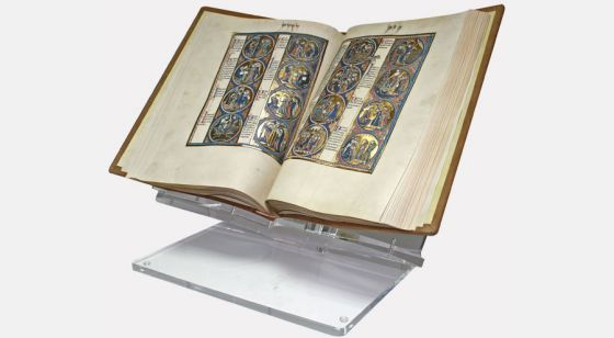 Présentoir en plexiglasde grande taille Présentoir avec la<em> Bible de Saint Louis</em>