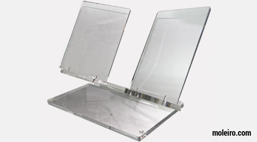 Présentoir en plexiglasde grande taille