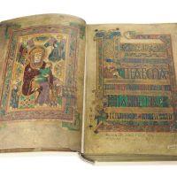 <p>Folio 7v: La Virgen y el Niño. Folio 8r: BrevescausaedeMateoI-III</p>