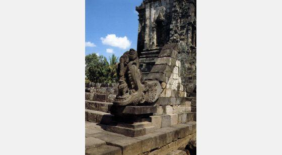 Borobudur Decoración de makara que adorna una de las entradas del chandi Kalasan.
