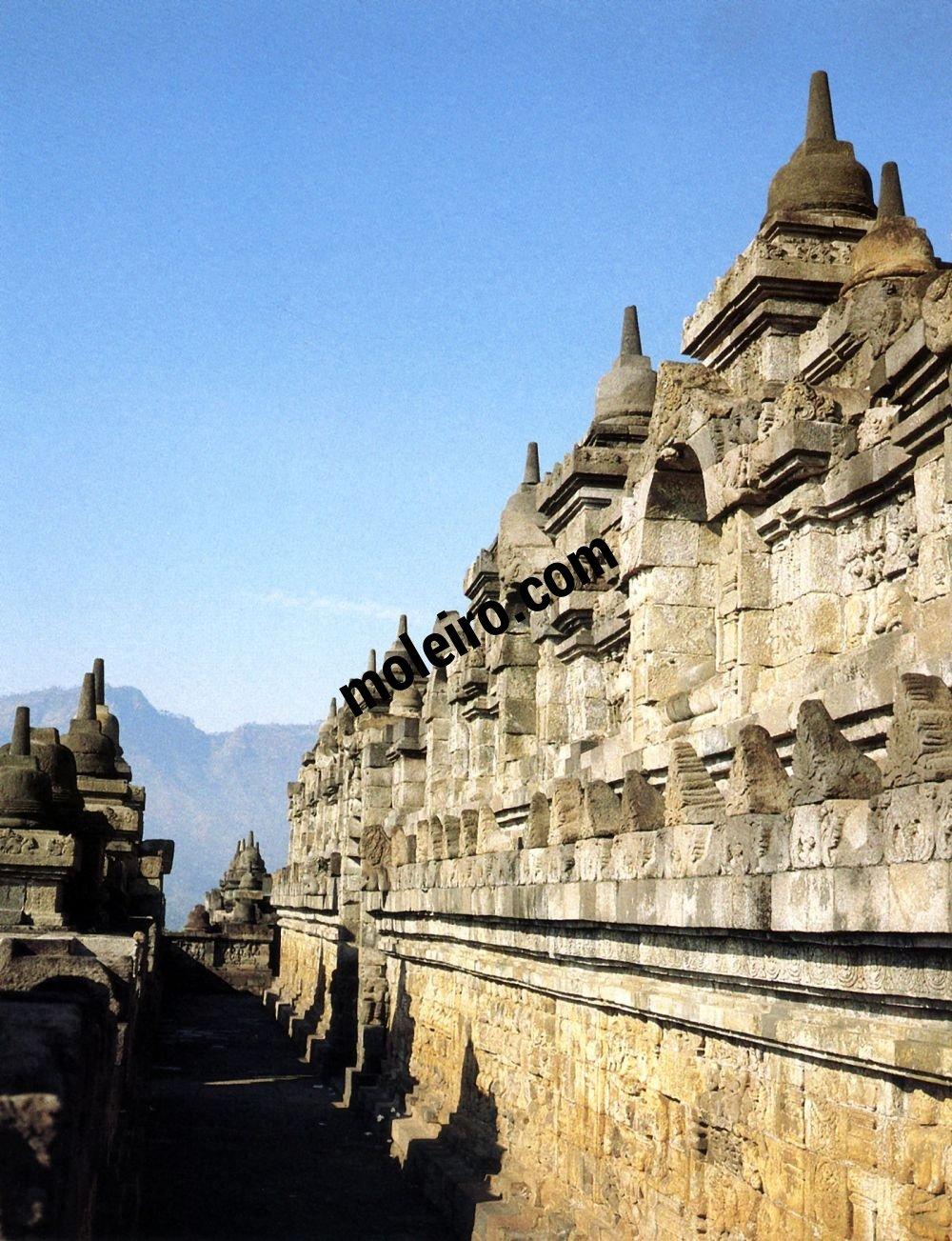 Borobudur Borobudur. Vue générale de la quatrième galerie.