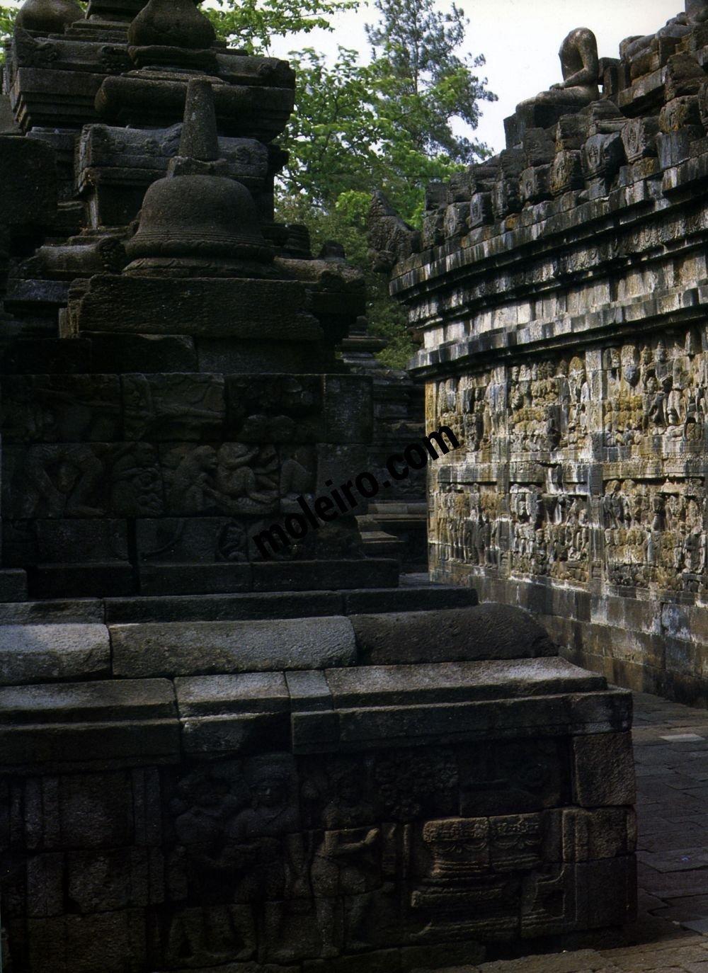 Borobudur Borobudur. Westliche Mauer der ersten Galerie, Nordseite