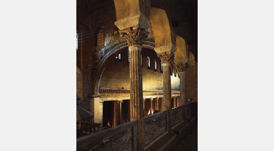 Iglesias de Roma Basílica de San Lorenzo fundada sobre la tumba del mártir por Constatino