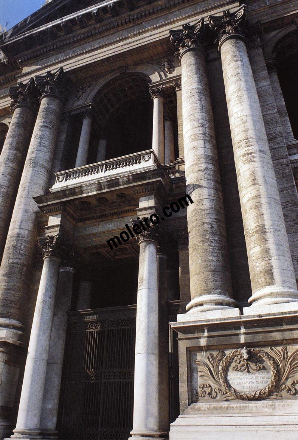 Iglesias de Roma Basílica de San Juan, detalle del pórtico y galería.