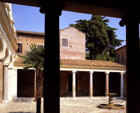 Iglesias de Roma Basílica de San Clemente, atrio y patio de entrada, siglo IV.