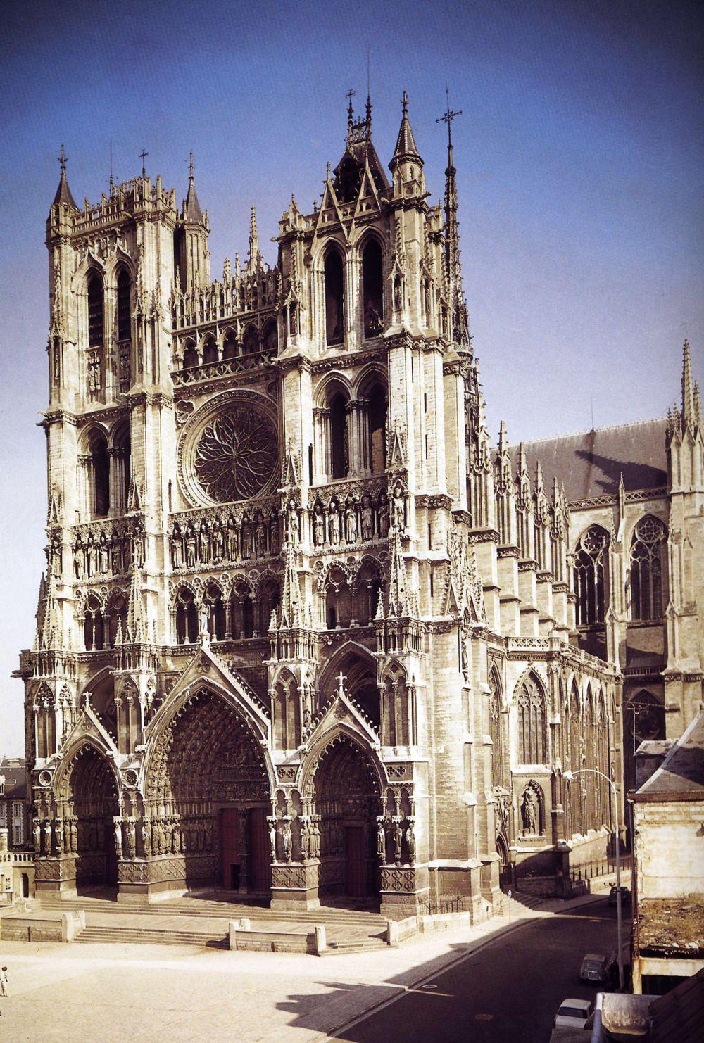 Talleres de Arquitectura en la Edad Media Facade of the Cathedral of Amiens