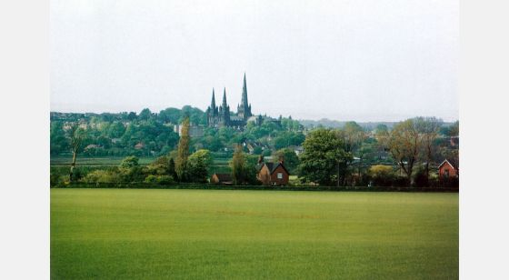 Talleres de Arquitectura en la Edad Media Lichfield, Birmingham, England, view of the city and Lichfield Cathedral, 12th or 13th C.